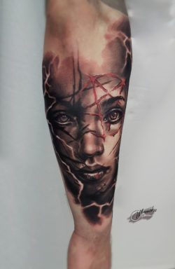 lublin tattoo, tattoo, tatuaz, tatuaż lublin, face tattoo, realistic tattoo, twarz kobiety, tat, tatoo, tatto, black and red tattoo, poland tattoo